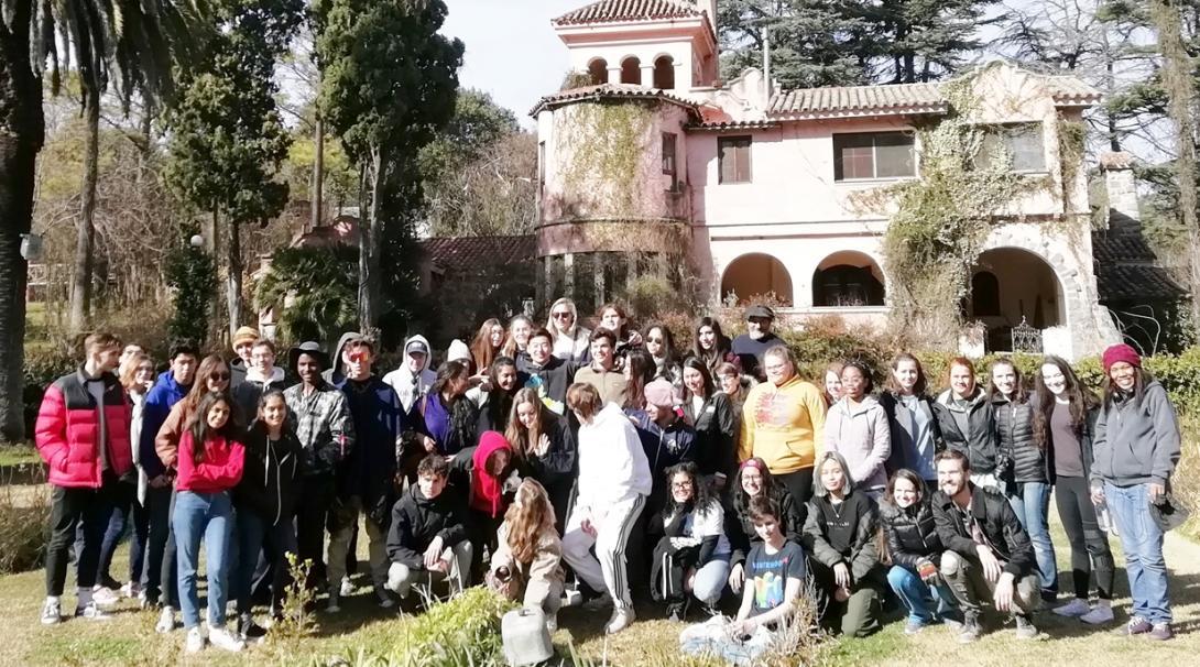 アルゼンチンを冒険する高校生ボランティアたち